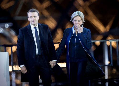 Emmanuel-Macron-avec-sa-femme-Brigitte-Macron-Trogneux-Le-president-elu-Emmanuel-Macron-pronon_exact1024x768_l