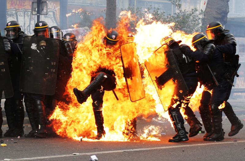 FEU1-dantiavalots-intentant-disturbis-Paris-AFP_1788431240_40540567_4000x2622