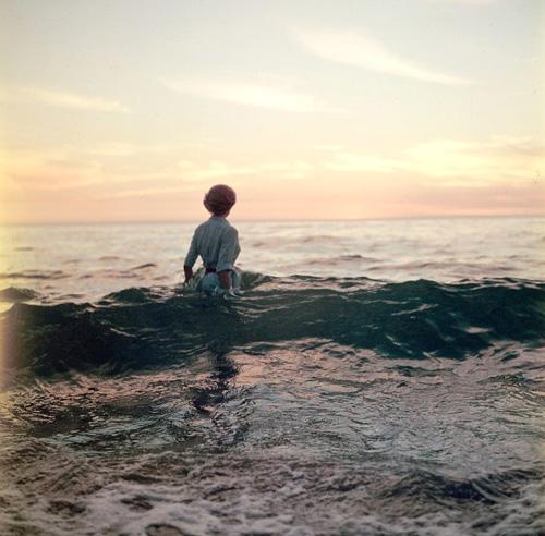 femme-ocean-ancien-photo-mystere-07-833x820