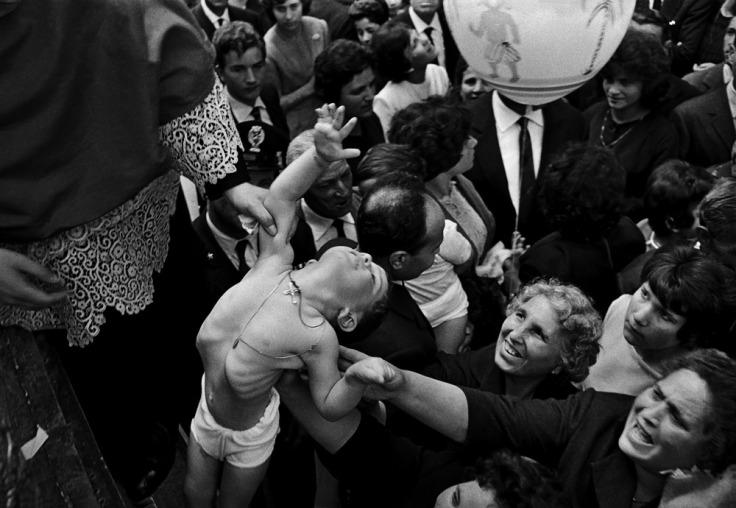 festa-di-sant_alfio-cirino-e-filadalefo-tre-castagni-1964-di-ferdinando-scianna copie