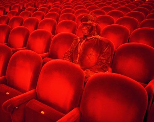 liu-bolin-invisible-man-hiding-in-the-city-teatro-alla-scala-2010